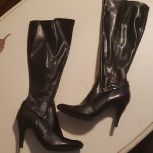 Knee-high heeled boots